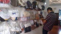 Militar da aeronáutica depositando um ex-votc